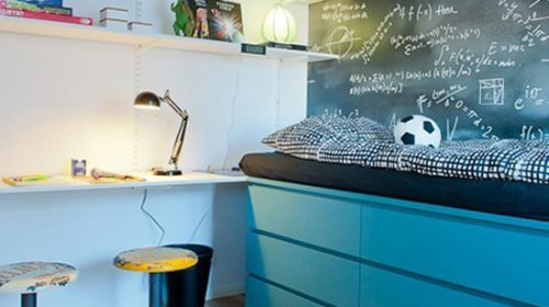 Thiết kế giá để đồ cho không gian ngủ chật hẹp.