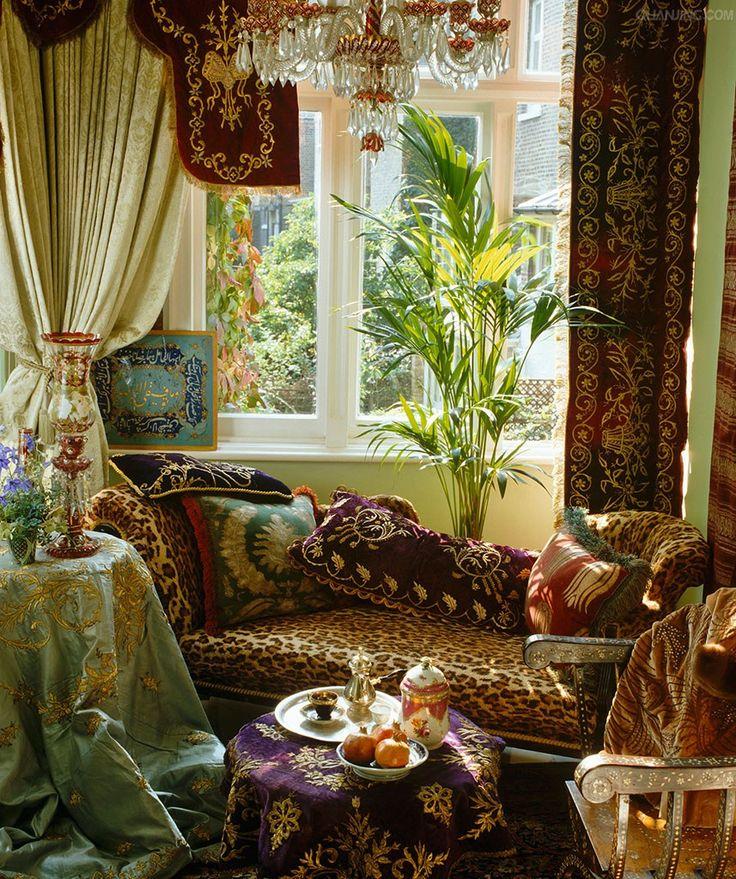Toàn bộ không gian được trang trí bằng các loại vải khác nhau nhưng không tạo nên sự nhàm chán