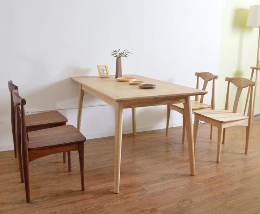Bàn ăn gỗ tự nhiên GHS-4176 có thể kết hợp với ghế gỗ tự nhiên GHS-43 đây tạo nên sự tinh tế, phá cách cho không gian của bạn