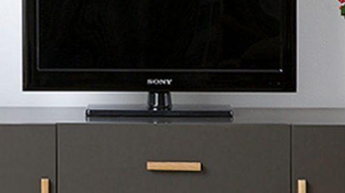 Thiết kế kệ tivi gỗ ép thông minh cho phòng khách