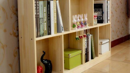 Cách trang trí giá sách gỗ treo tường đẹp đơn giản