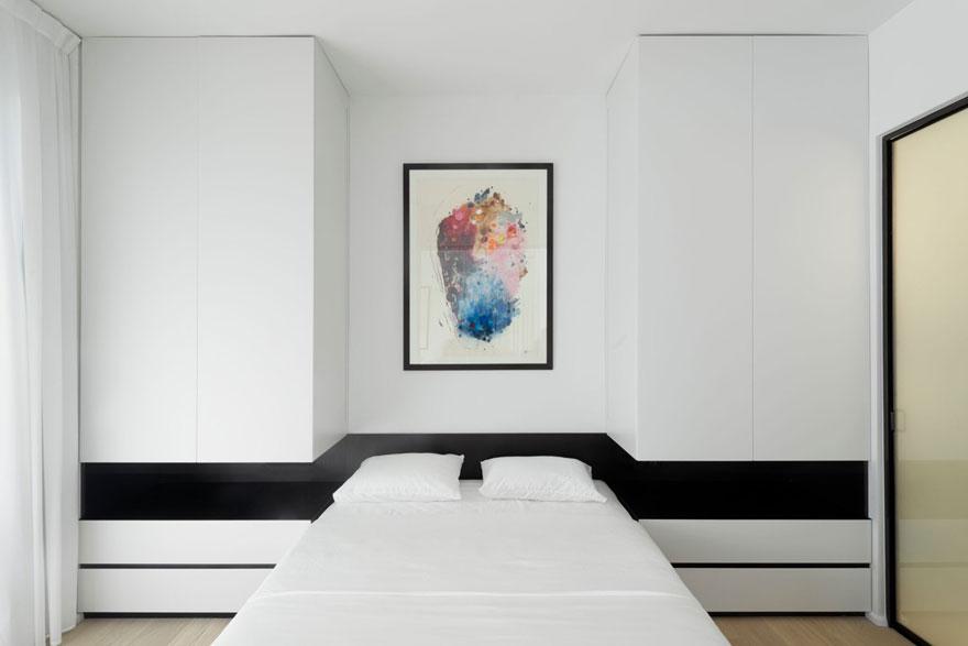 Tất cả các phòng đều được lát sàn gỗ sáng màu và sử dụng màu sắc trắng sáng làm chủ đạo, nó luôn là giải pháp hoàn hảo cho các căn hộ có diện tích nhỏ.