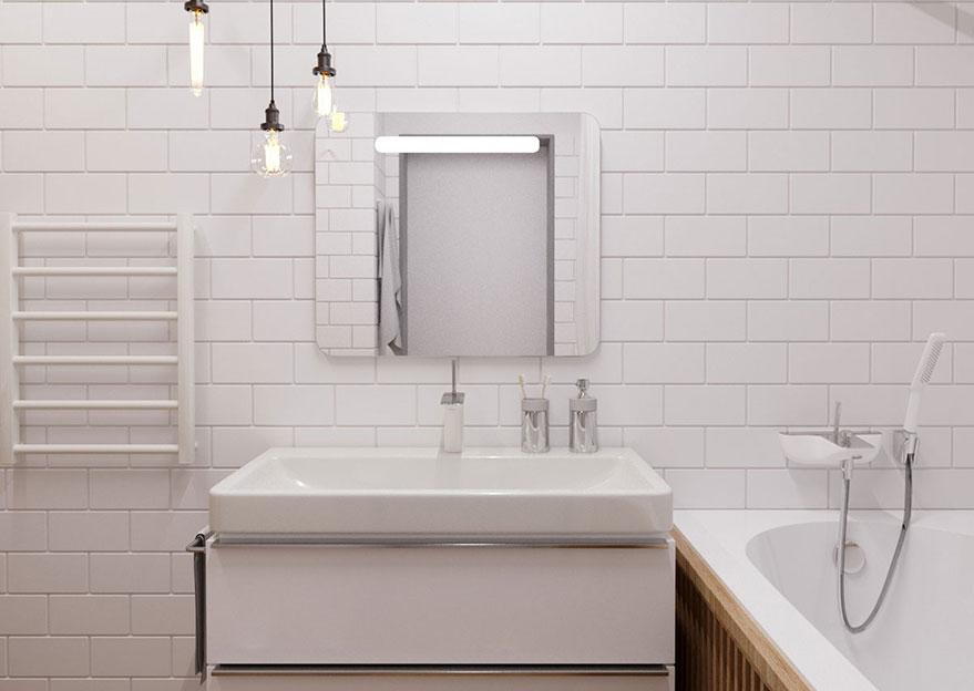Phòng tắm trong căn hộ chung cư của anh Cường không có cửa sổ nên khá kín đáo, trần nhà khá cao nên không gian không quá bí bách so với các phòng tắm không có cửa sổ khác.