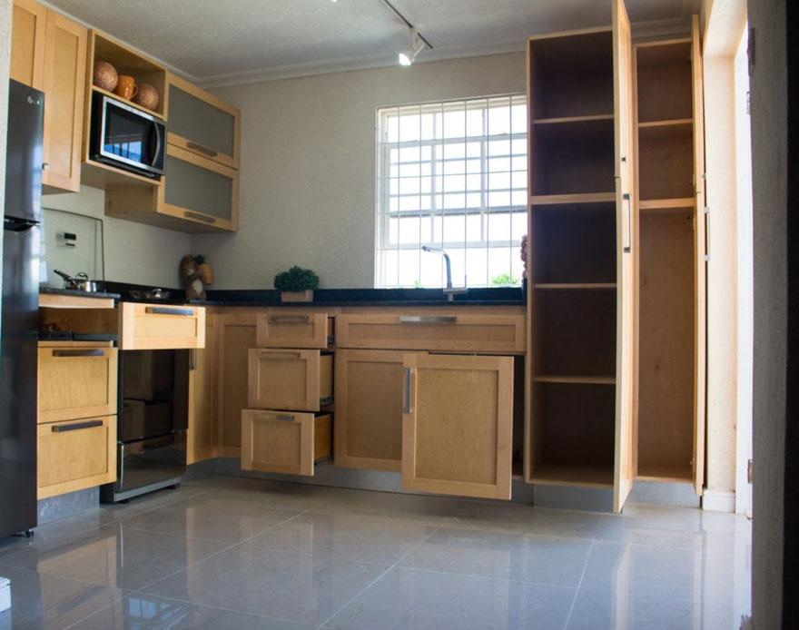 Chọn tủ bếp thông minh là giải pháp khôn ngoan khi thiết kế nhà bếp diện tích nhỏ