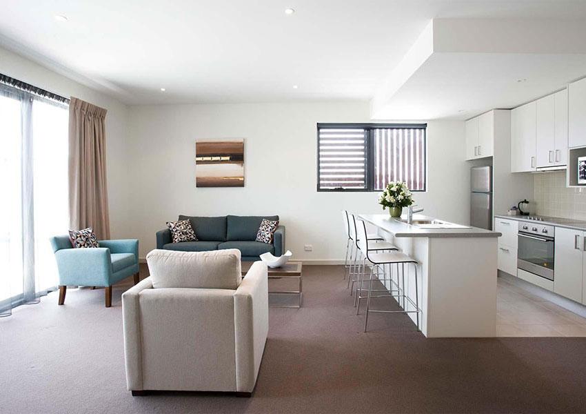 Tông màu sáng sẽ giúp căn hộ chung cư 75m2 thông thoáng hơn
