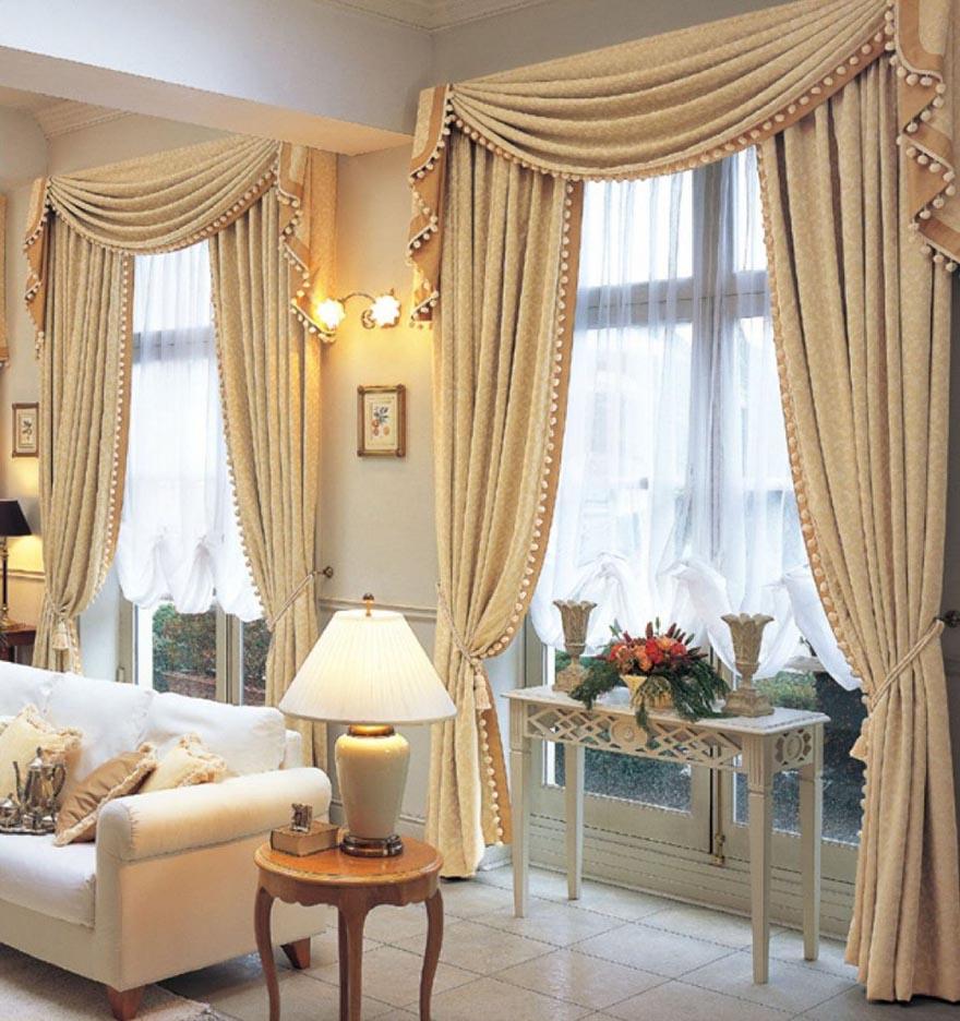Nên chọn màu sắc rèm cửa phòng khách sao cho mang đến cảm giác dễ chịu, thoáng đãng cho căn phòng. Đừng chọn những màu sắc quá tương phản vì như vậy sẽ gây ra cảm giác khó chịu cho các thành viên trong nhà. Tốt hơn hết hãy chọn màu rèm đồng nhất với gam màu chủ đạo chung của đồ dùng nội thất trong phòng khách.