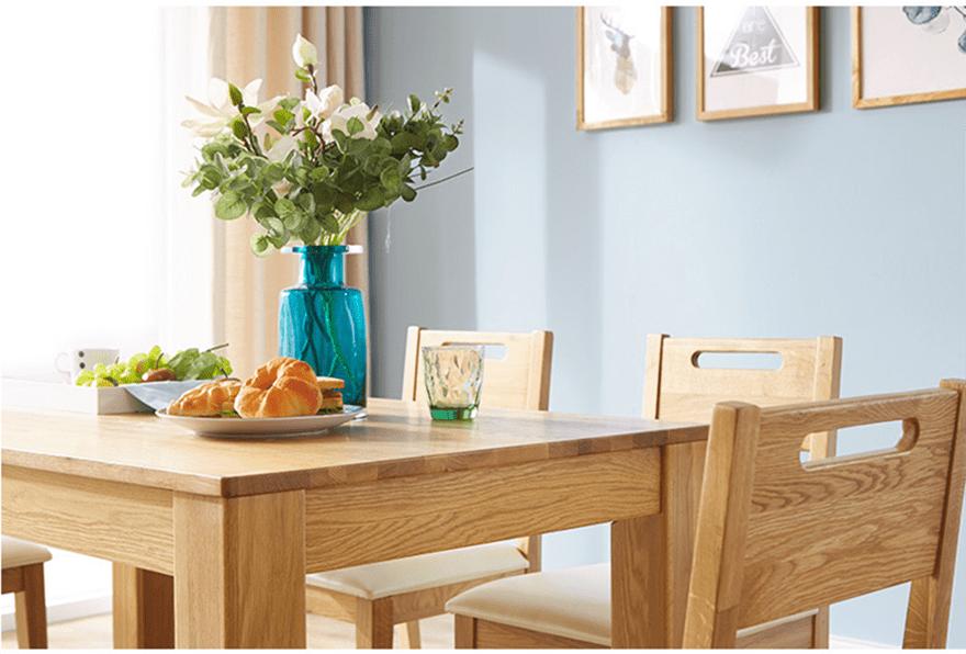 Kết cấu mặt bàn gỗ sồi chắc chắn