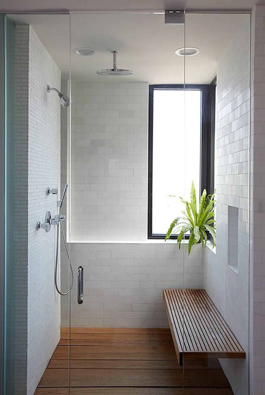Ghế gỗ trong phòng tắm tối giản
