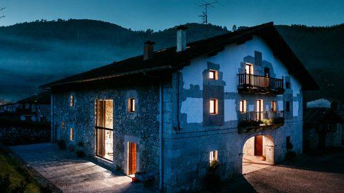 Ngôi nhà cổ 300 tuổi được thiết kế lại đẹp như trong truyện cổ tích