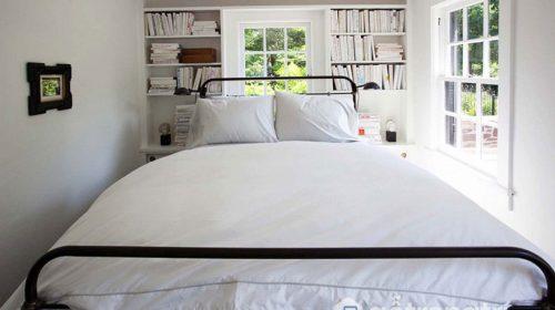 """""""Ăn gian"""" diện tích phòng ngủ màu trắng vừa sang vừa thoáng mát"""