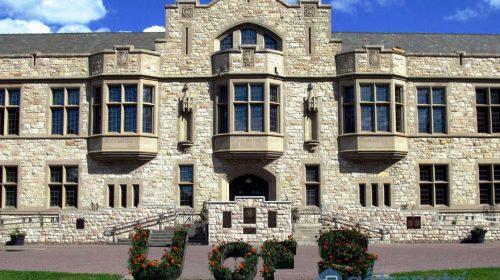 """Ngất ngây với 9 ngôi trường đại học đẹp nhất """"xứ sở lá phong"""""""