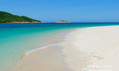 Khám phá vẻ đẹp hoang sơ tại bãi biển Minh Châu - Quảng Ninh