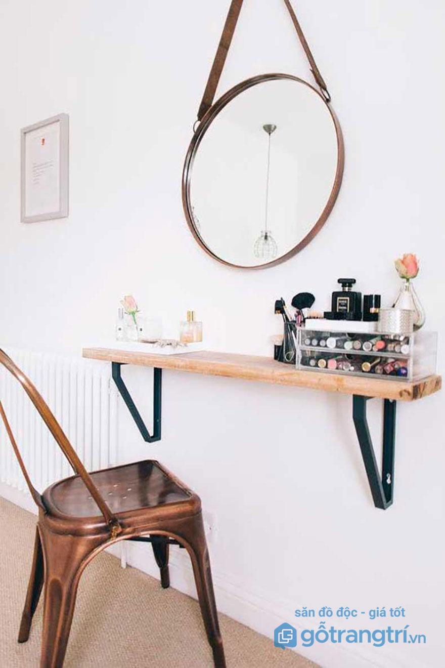 Mẫu bàn trang điểm nhỏ gọn dạng treo này giúp căn phòng gọn gàng trông thấy