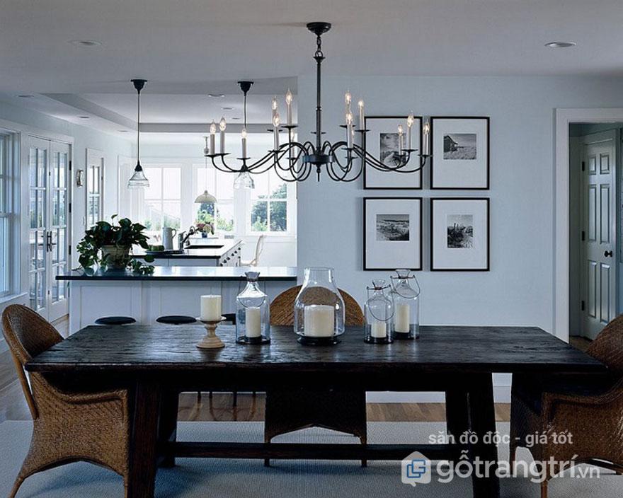 Nhờ chiếc đèn thả trần trang trí tăng nét cổ điển cho phòng ăn trên đây