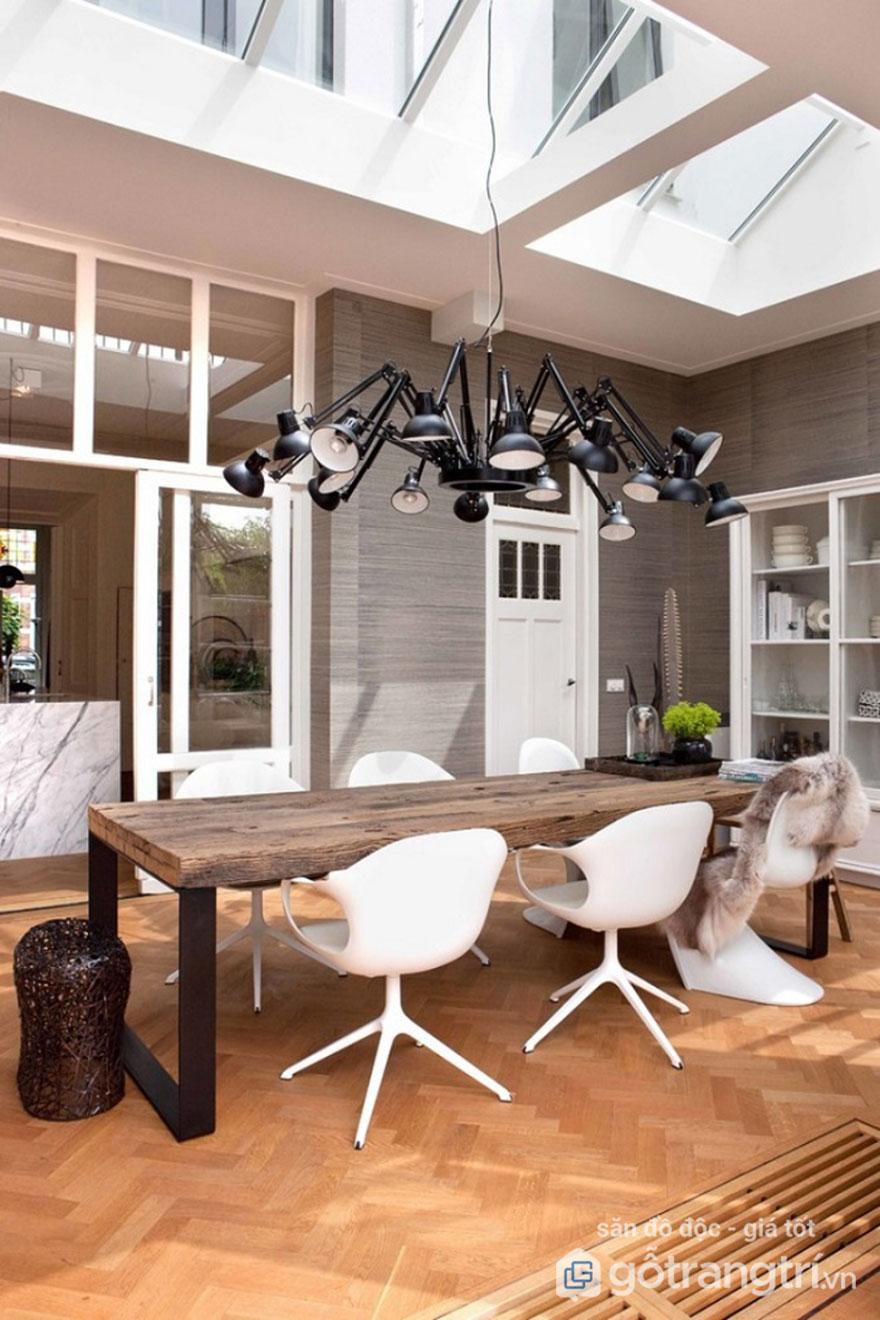 Đèn thả trần trang trí phân bổ ánh sáng đều cho phòng ăn trần thấp