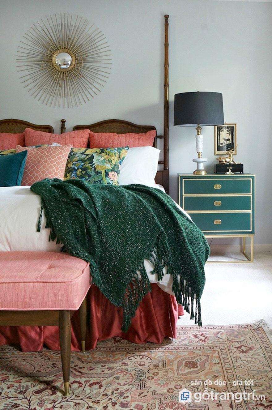 Tủ cá nhân nhỏ gọn có nhiều ngăn là đồ nội thất phù hợp trong phòng ngủ hẹp