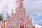Nhà thờ màu hồng đẹp quên lối về khiến giới trẻ Đà Nẵng mê mẩn
