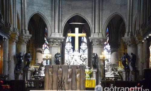 Chiêm ngưỡng kiệt tác kiến trúc nhà thờ Đức Bà hơn 850 năm của Pháp