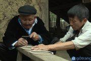 Nghề chạm bạc của người Dao - điêu luyện và tinh xảo đến mức hoàn mĩ