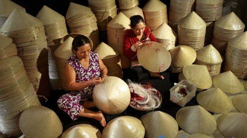 Độc đáo nghề chằm nón lá ở Tây Ninh - giữ hồn nón lá Việt