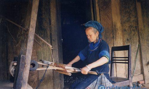 Nghề dệt vải lanh của phụ nữ dân tộc Mông ở Sơn La có gì đặc sắc?