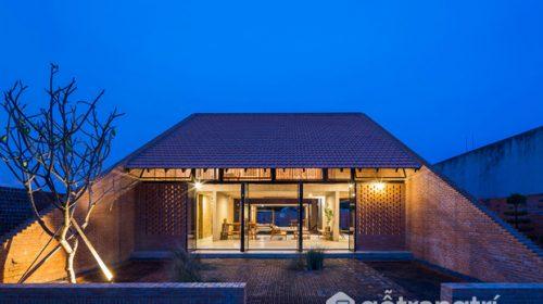 """Ngôi nhà Long An - Độc đáo với phần mái """"đục thủng"""" hút gió"""