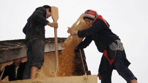 Nhà trình tường của người Mông - Nghệ thuật xây dựng thủ công từ đá và đất