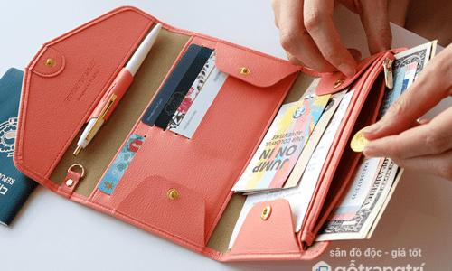 Những thứ không nên xuất hiện trong ví để tránh tiền mất tật mang