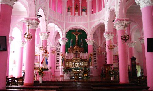 Nhà thờ màu hồng giữa trung tâm TP. Hồ Chí Minh gây bao thương nhớ