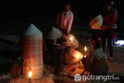 Chợ nón làng An Hành Tây - Lung linh giữa ánh sáng của đèn dầu