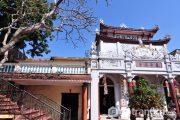 Chiêm ngưỡng vẻ đẹp kiến trúc cổ kính của các chùa nằm trên Hồ Tây