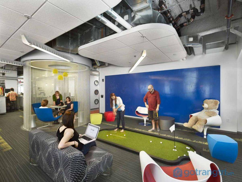 Thiết kế nội thất văn phòng không tách biệt không gian làm việc và vui chơi