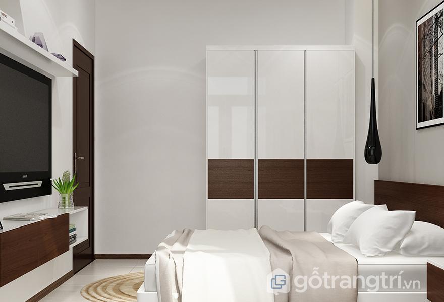 Một chiếc tủ quần áo nhỏ xinh với màu sắc nhã nhặn thích hợp với căn phòng theo phong cách đương đại