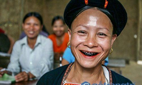 Độc đáo phong tục nhuộm răng đen của phụ nữ người Lự ở Lai Châu