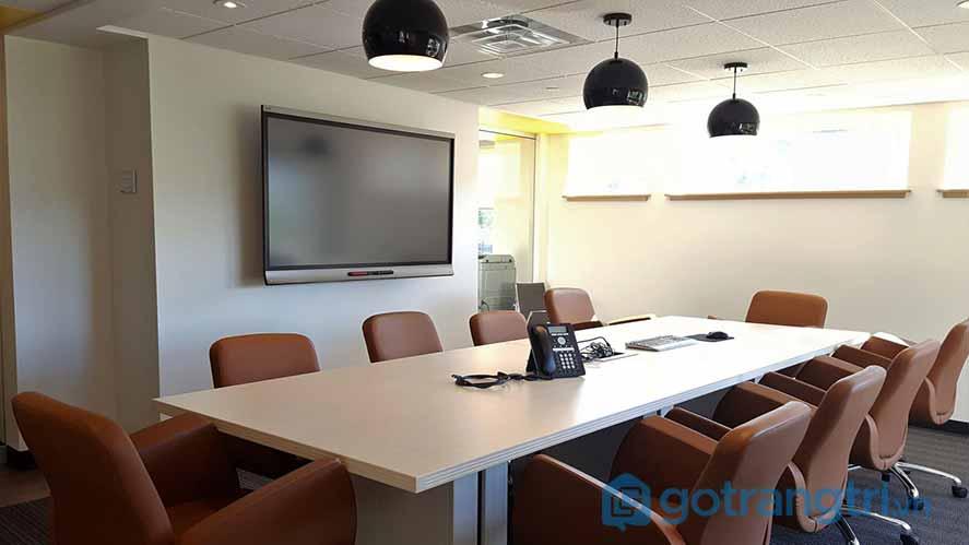 Thiết kế nội thất văn phòng ánh sáng quá nhỏ