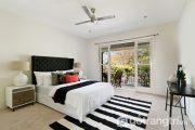 Sức hút của bộ thảm trải sàn sọc đen trắng năng động cho phòng ngủ