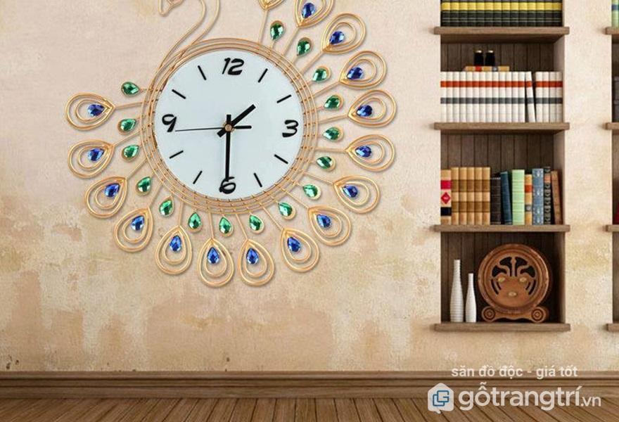 Nên sử dụng đồng hồ hình tròn treo trong phòng làm việc (Ảnh: Internet)