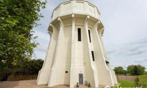 Ngất ngây ngôi nhà bạc tỷ cực độc đáo được tạo ra từ tháp nước