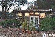 Ngôi nhà được xây bằng gỗ tái chế tiện nghi chỉ với 10.000 đô la