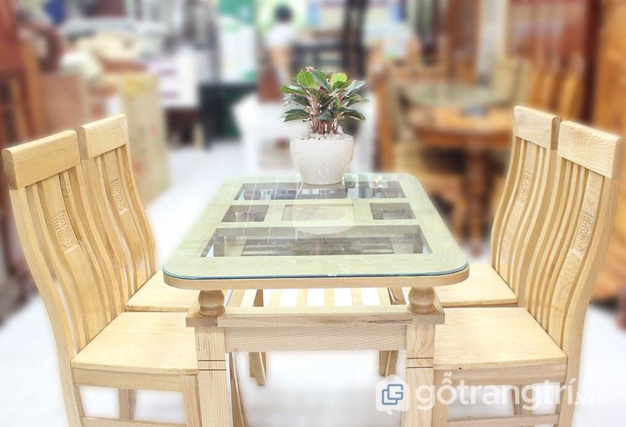 Bàn ăn 4 ghế gỗ sồi có màu sắc tự nhiên