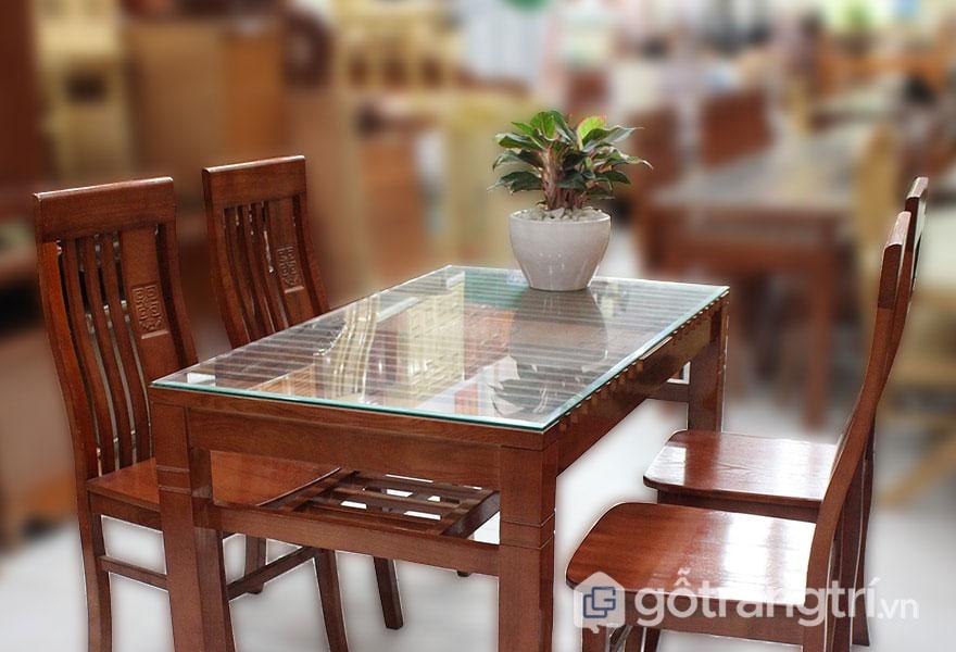 Bàn ăn 4 ghế gỗ sồi: Hình vuông