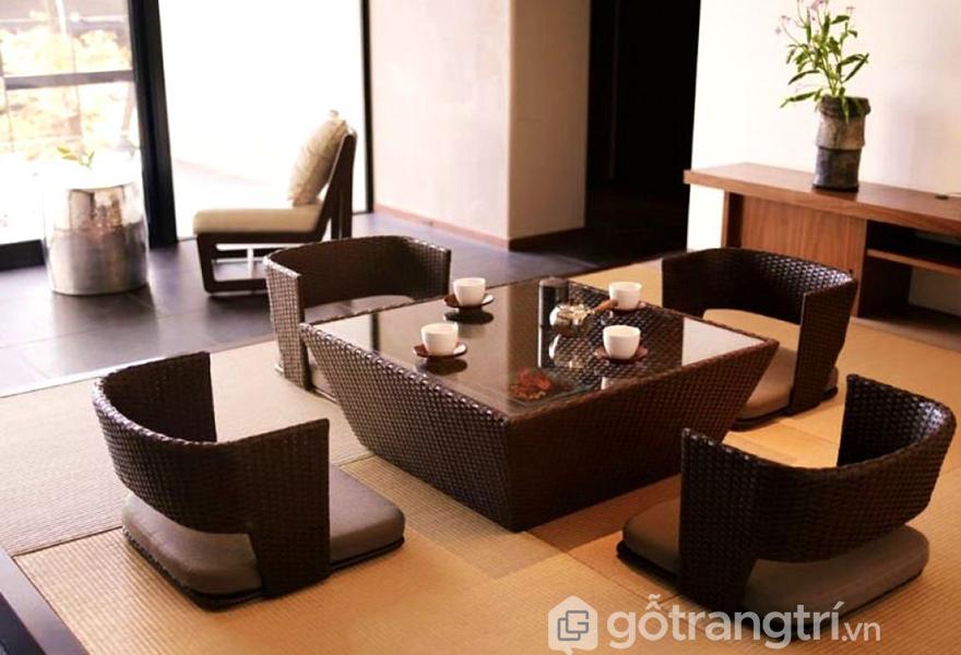 Mẫu bàn ăn ngồi bệt thông minh được làm từ chất liệu mây tre đan