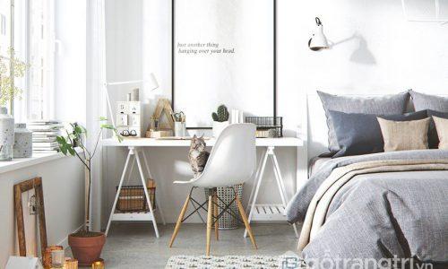 Làm việc tại nhà hiệu quả với bàn làm việc nhỏ trong phòng ngủ