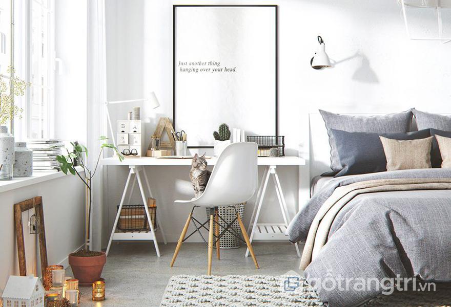 Một chiếc bàn làm việc nhỏ trong phòng ngủ giúp không gian của bạn thêm phần tiện nghi