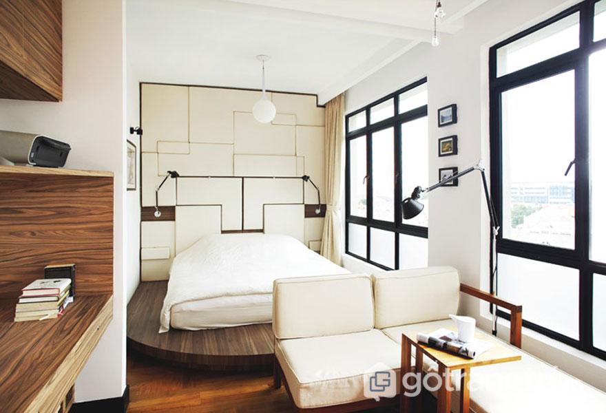 Cách trang trí phòng ngủ đẹp không cần giường: Tủ âm tường4
