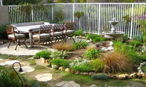 Tham khảo những cách hiệu quả cải tạo lại sân sau khu vườn