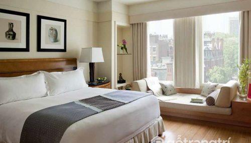 Giường ngủ đối diện cửa sổ - Cấm kỵ kê giường ngủ trong phong thủy