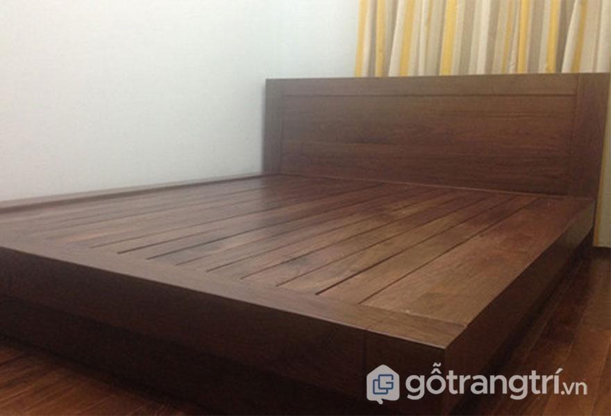 Giường ngủ gỗ gì tốt: Gỗ sồi vân đẹp chống va đập tốt