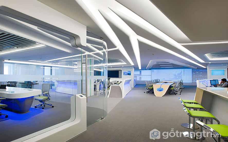 Không gian văn phòng Hitech đã tạo được 1 hiệu ứng ánh sáng ngập tràn trong 1 không gian làm việc vô cùng hiện đại, tiên tiến (Ảnh: Internet)