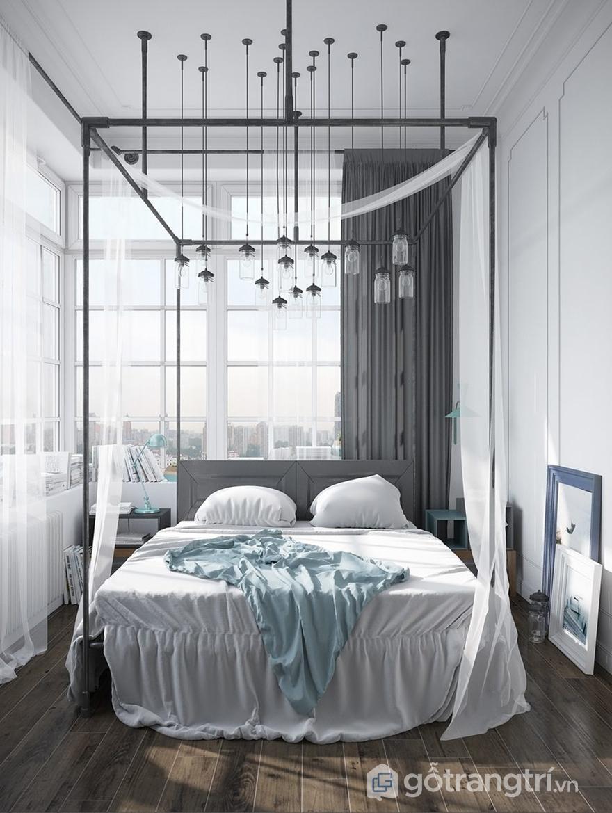 Phòng ngủ có ô cửa kính rộng, nhiều ánh sáng tự nhiên